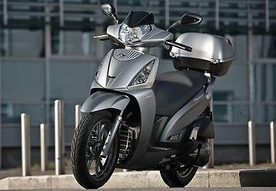 Kymco People gt 300i ,abs,2017 reg,2 yrs warranty,euro 4,inc top box,silver...