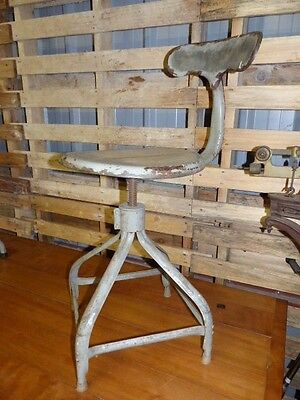 "Ancienne chaise pivotante d'atelier ""Nicolle"" dite ""queue de baleine"""