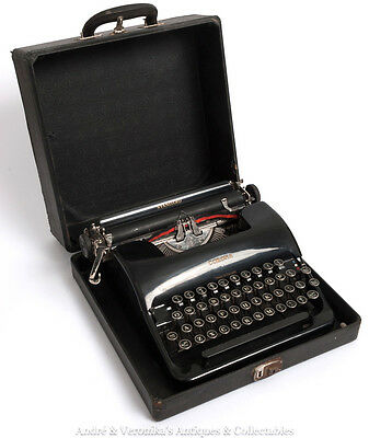 Vintage 1938 L C SMITH CORONA TYPEWRITER Standard 2C Portable with Carry Case