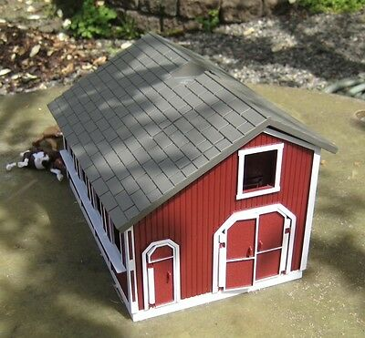Breyer Stablemates Red Stable Farm Set Horse Barn Stalls with 2 Horses