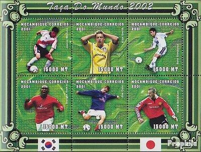 Mozambique 1859-1864 Sheetlet unmounted mint / never hinged 2001 Football-WM 200