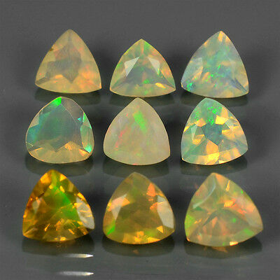 2.35 ct  9 St facettierte Triangel Multi-Color Yita Ridge Opale mit klasse Flash