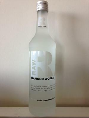 Une bouteille de DIAMOND VODKA RAW 40%