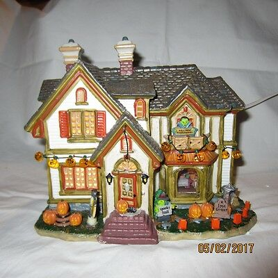 Lemax Spooky Town Collection Porcelain Lighted House Halloween Works