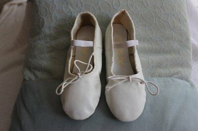 Dance Time Ladies White Leather Ballet Shoes sz. 5