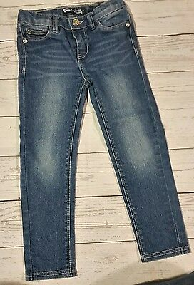 Toddler girls size 5 regular Levis denim jeans. Legging, skinny