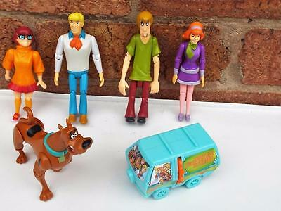 Scooby Doo & His Four Pals with Moveable Limbs & Mystery Machine Projector..