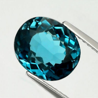 4.37 ct. Ovaler 10 x 8.5 mm Brasilien London Blue Topas