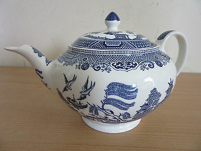 Vintage Johnson Brothers Bros, England Blue Willow porcelain coffee/teapot w/lid