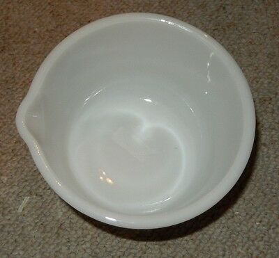 Vintage Fire King White Mixing Bowl Sunbeam Made In Usa W/ Spout 14