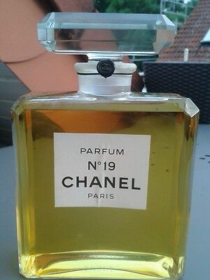 Chanel  Factice  Parfüm No 19