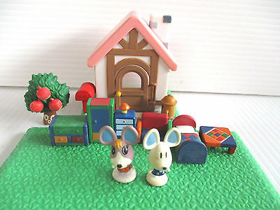 Animal Crossing Figure Pink House Playset  NINTENDO Used combine save ship cost