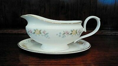 "Mayfair English Bone China ""alpine"" Gravy Sauce Boat And Stand"