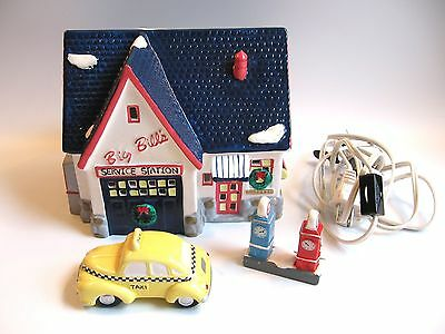 Dept 56 Snow Village Big Bill's Service Station #51284 W/ Light And Yellow Taxi