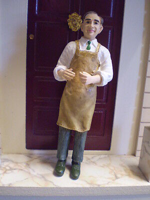 Dolls house figure,1/12 scale poly/resin Shopkeeper DP245