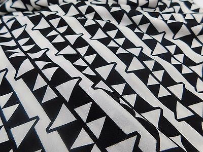maille  coupon de tissu  polyester jersey triangle blanc noir    couture  : 3. m
