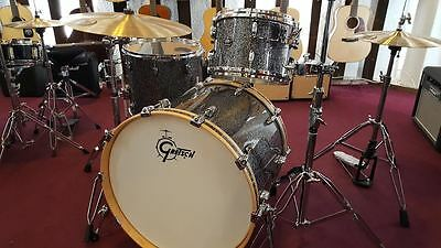 Gretsch Drumset Renown Maple Blue Metal Sparkle Schlagzeug Shellset