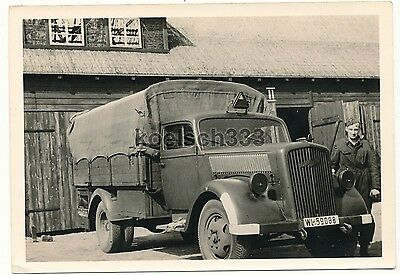 foto opel blitz lkw mit kfz kennzeichen wehrmacht. Black Bedroom Furniture Sets. Home Design Ideas