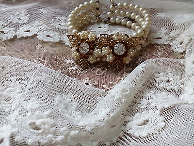 A vintage faux pearl bracelet 1950.Miriam Haskell style.
