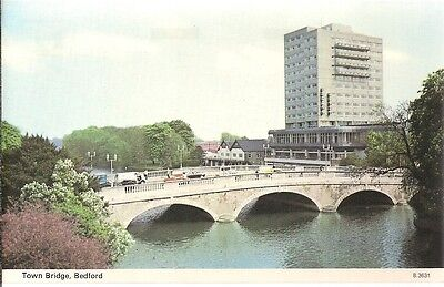 SCARCE OLD POSTCARD - THE TOWN BRIDGE - BEDFORD C.1972 Vintage Cars