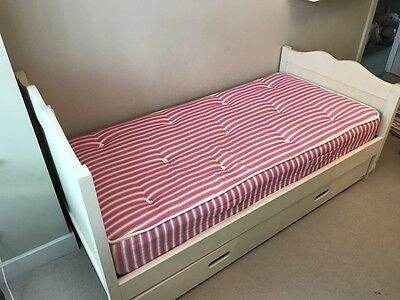 Aspace Childrens bed with sleep over trolly and matresses off white