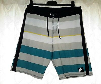 Quicksilver Men's Board/ Beach/ Surf Shorts Size W 32