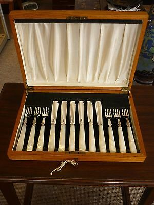 Solid Sterling Silver & Mother Of Pearl Fish Cutlery Set & Key - Sheffield 1946