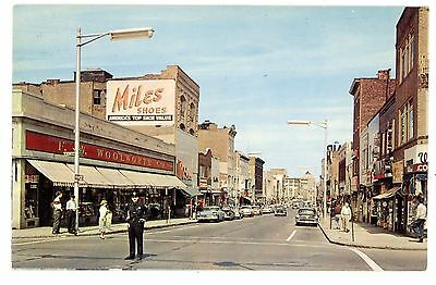 Mount Vernon NY -BUSINESS SECTION-POLICE AT WOOLWORTH STORE- 1950s Postcard MT