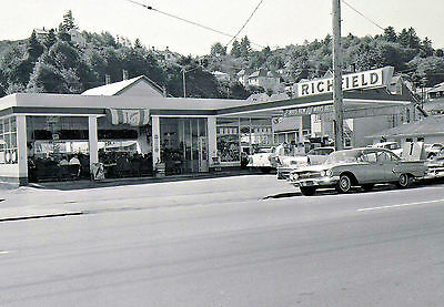 "5x7"" photo ATLANTIC RICHFIELD GAS SERVICE STATION EARLY 60'S CHEVROLET 50'S FORD"