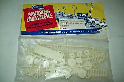 AIRFIX  STATION ACCESSORIES  1:76  scale  kit