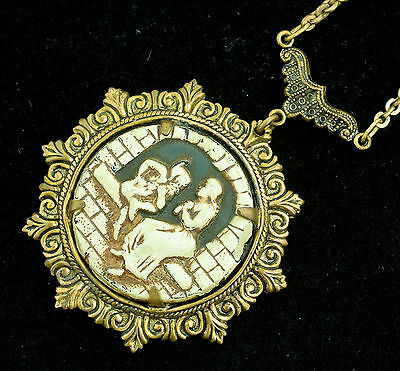 Vintage 1930s or 40s Pendant Necklace Rumpelstiltskin Enameled Glass ~ Lot 1505