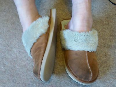 Clarks used very well worn ladies slippers Size 7