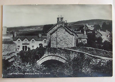 VAUGHAN RP Postcard POSTED 1933 LLWYNGWRIL BRIDGE & VILLAGE MERIONETHSHIRE WALES