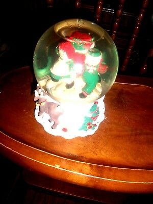 Cute And Adorable! Christmas  Musical Snow Globe With Raggedy Ann And Andy