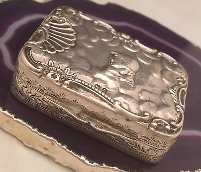SUPERB c1880 Victorian Sterling Silver Dutch Repoussé Chased Pill Snuff Box L052