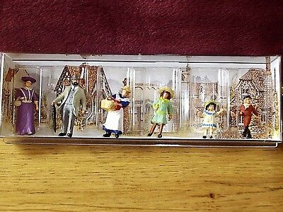 Lilliput Lane .. THE VICTORIAN FAMILY .. Miniature Figures .. MODEL RAILWAY