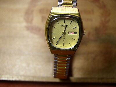 Clened Up And Fresh Battery~Vintage Seiko Quartz Watch~Day~Date~SS~Jeweled