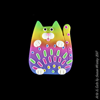 Small Green Yellow Pink Kitty Cat with Colofrul Spots Summer Fun Pin - SWris