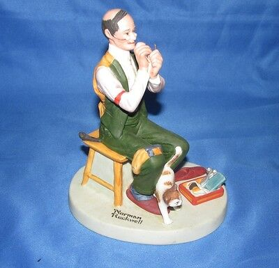 MAN THREADING A NEEDLE = THE 12 Norman Rockwell PORCELAIN FIGURINE 1980 JAPAN