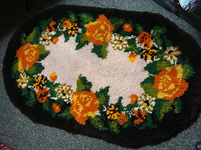 "Beautiful HANDMADE  Latch Hook FLORAL Oval Rug  VINTAGE 26"" by 44"""