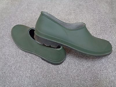 MENS GARDEN SHOES Size 10.  Waterproof  Wellies With Tread. Rubber. Slip on