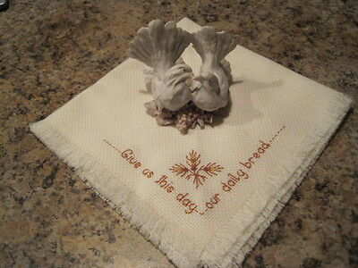 Kissing WhiteTHANKSGIVING TURKEYS resin Figurine & Cream Prayer cloth/DailyBread