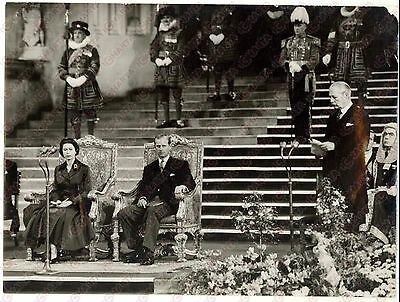 1957 LONDON Harold MACMILLAN during his speech in the presence of ELIZABETH II
