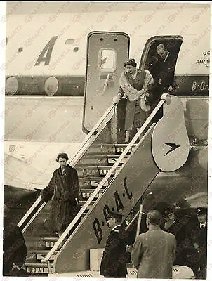 1955 LONDON Airport - ELIZABETH II leaving Boeing BOAC Stratocruiser - Photo