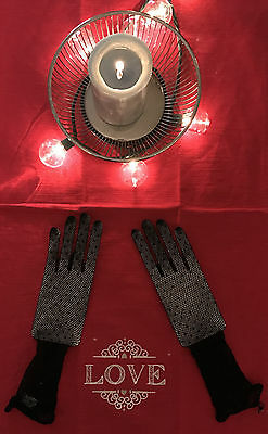 New Wedding Special Occasion Black Lace Wrist Length Fingertips Fishnet Gloves 3