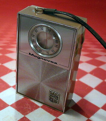 MAGNAVOX AM--801 Transistor Radio - Nice Shape - Needs a RE-CAP