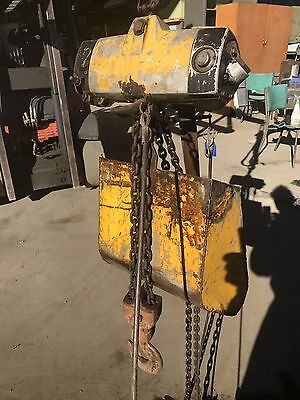 Chain Hoist Air Operated Pneumatic 1000kg Capacity Extra Long Drop Workshop Lift