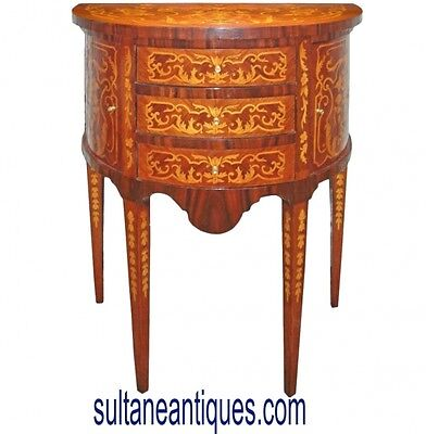 in 6 weeks Elegant Louis XV style side table / commode