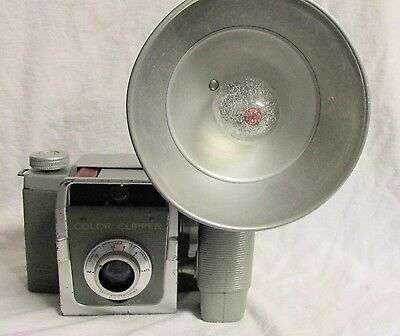 VINTAGE 1950s ANSCO COLOR CLIPPER CAMERA WITH FLASH & BULB USES 120 FILM
