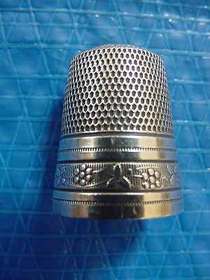 Antique Vintage Sterling Silver Thimble Size 13 Decorative Border